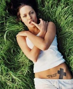 tatuajes de angelina jolie-02
